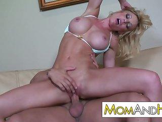 MILF MOM Holly Sampson gets facial