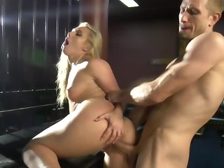 Dominant guy makes blonde squirt plus eat her own up to juices