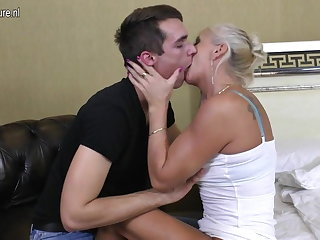 Outright mature mom fucked hard by her toy little shaver