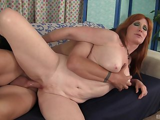 After a blowjob sultry milf Freya Fantasia got her mean pussy fucked