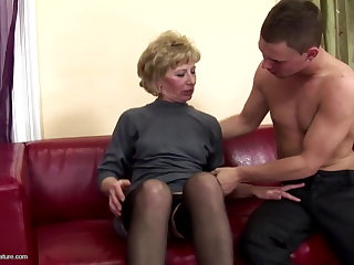 Muted mature mom ass fucked and pissed on