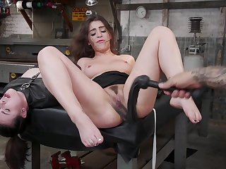 Joseline Kelly ride him in reverse cowgirl while she cums uppish dick