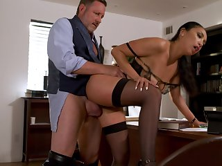 Sexy Vicki Run after mixes up her week on touching hot office fucking