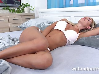 Eye catching pretty and hot busty nympho Florane Russell wanna masturbate