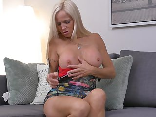 Experienced hot chick Dani Dare pleasuring her wet dripping pussy